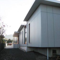 pflegeleichte Fassadenbekleidung und Gründach
