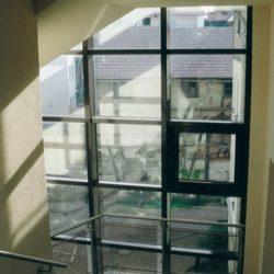 Blick aus dem Treppenraum in den Innenhof