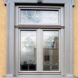 sichergestellte Bleiverglasung wurde restauriert und in die neuen Fenster integriert